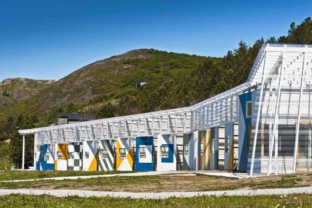 Fasaden på SubLugarene er inspirert av maritime flagg. (Foto: Stokkøya sjøsenter)