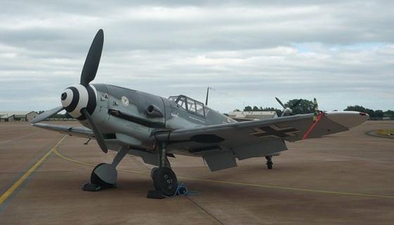 En restaurert Bf109G-4 med sivile kjennetegn D-FWME (Wikipedia)
