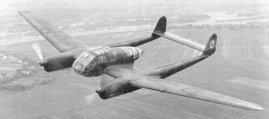 Et ganske spesielt flydesign. Men dobbelthale-design var ikke så uvanlig på 40-tallet.