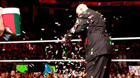 Wuæææ, confetti! (WWE)