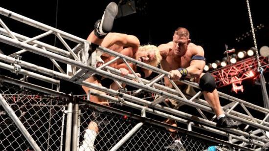 Og det du ser det oppe Dolph, er det glasstaket jeg fikk installert tilbake i 2007... (WWE)