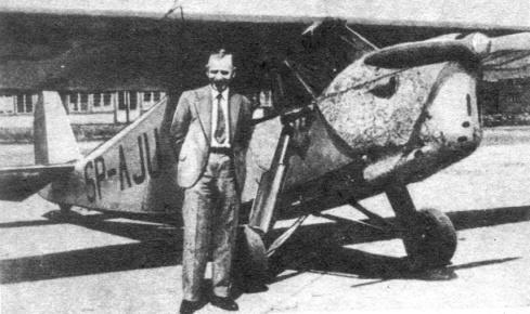 Stanislav  foran SP-AJU, illustrer godt hvor lite dette flyet faktisk var!