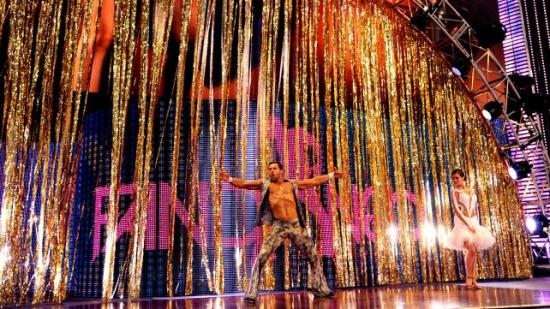 Som et plaster på såret for en danserelaterte gimmick får man ekstra midler til entre-staffasje... (WWE)