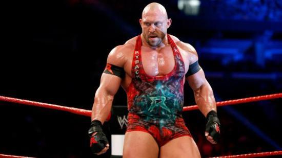 Eller starter man sånne cyborger ved å koble startkabler på brystvortene? (WWE)