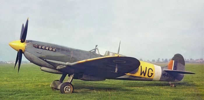 En Mk. IXc fotografert i 1945. (Aeroplane Magazine/ Peter R Arnold)