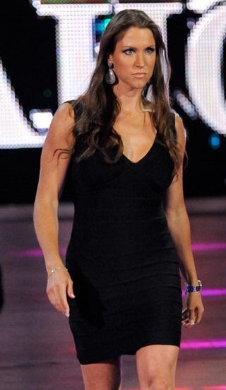 Mer TV-tid på WWEs skumleste MILF... (WWE)