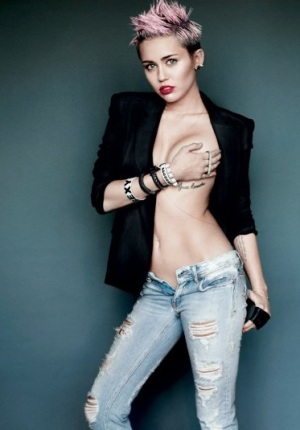 #1 på Maxims Hot100 for 2013 (V Magazine)