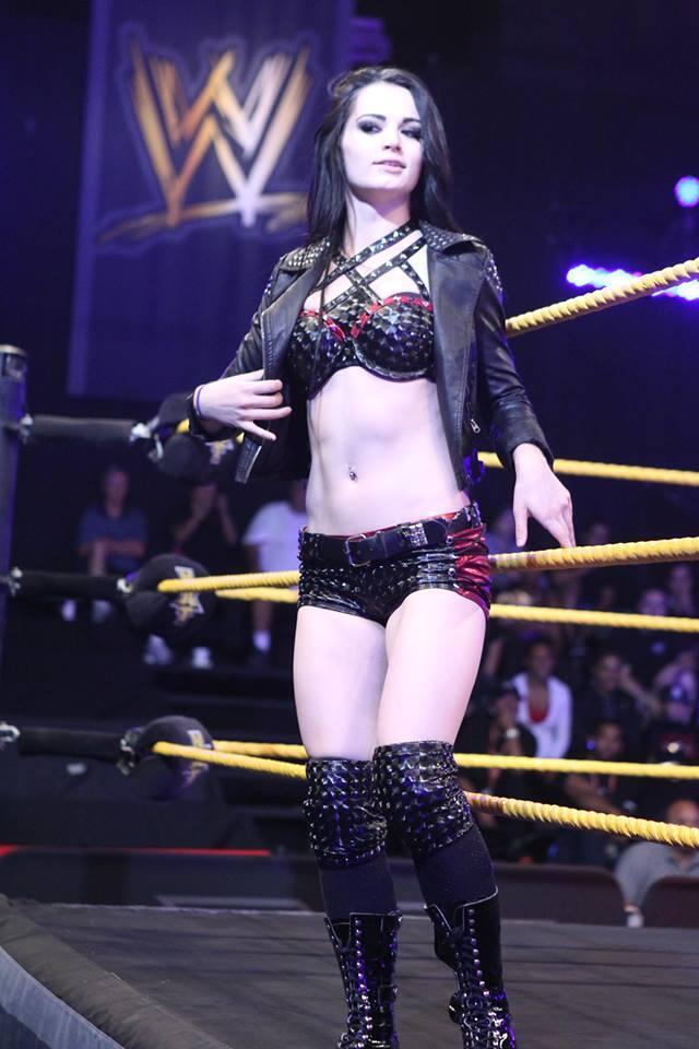 Jeg gadd ikke skrive noe om NXT denne uka, siden Buuuu Dallas vant NXT-tittelbeltet.  Men Paige har fått nytt ring gear om ikke annet. (NXT)