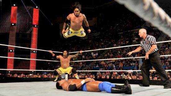 Nå også med ansiktsmaling så det skal være lettere for kommentatorene å se hvem som er hvem. (WWE)