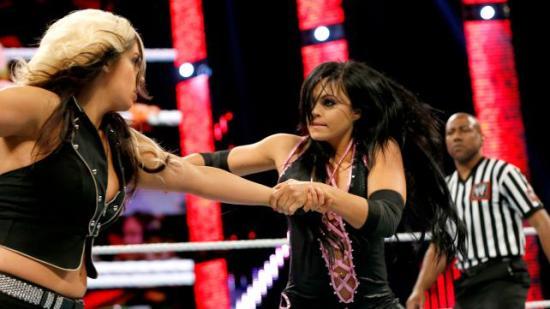 Jeg klarer ikke helt å gjøre meg opp men mening om Aksana, men hun ser hvertfall bedre ut enn K2 og er ikke verre i ringen i det minste (WWE)