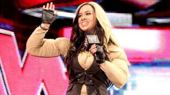 AJ + Cosplay = Sant (WWE)