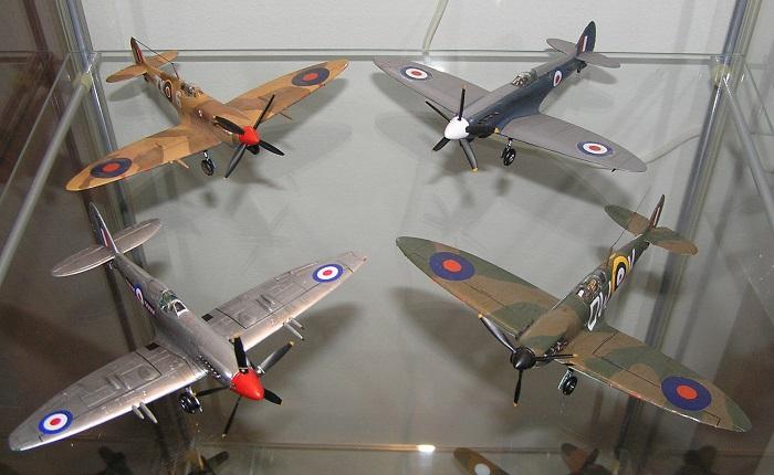Familien vokser stadig. Bak, fra venstre: Mk. IXc, PR Mk.XIX Foran, fra venstre: F Mk.22, Mk.Ia