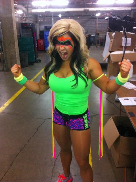Kaitlyn viser at det ikke kun er AJ som liker cosplay! (Twitter)