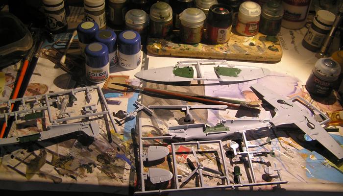 Utgangspunktet. Som vanlig starter jeg med å male interiørgrønn på alle deler av cockpiten og hjulbrønnene