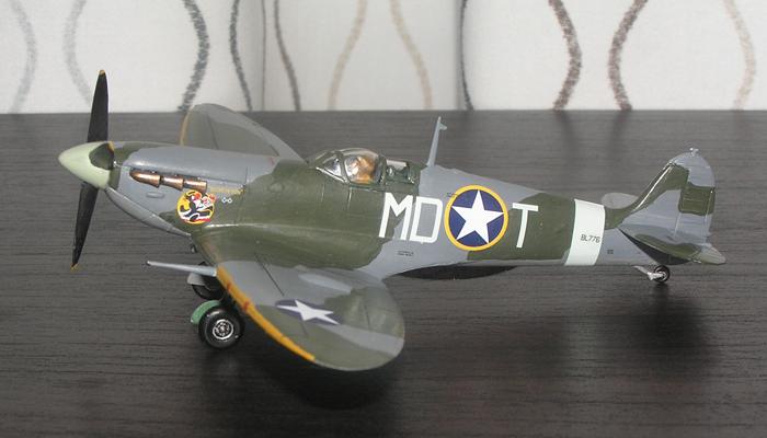 """""""Nose-art"""" var ikke spesielt vanlig i RAF, men amerikanske piloter tok seg noen friheter også før de fikk stjerne på flyene."""