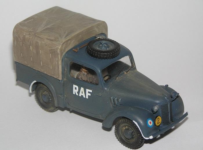 Det har blitt sagt at sjåføren ikke har typisk RAF antrekk, men det er ikke så stivt, jeg malte ham i en typisk britisk battledress