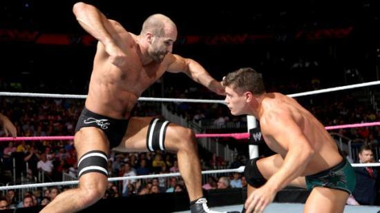 Cody kommer på at han ikke husker hvor han gjorde av lexanmaska fra sist han brakk nesa (WWE)