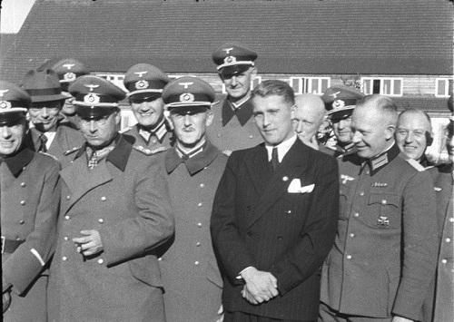 Generalmajor Doktor Walter Dornberger, General Friedrich Olbricht, GeneralfeldmarschallWilhelm von Leeb og Werhner von Braun, Peenemünde 1941 (Bundesarchiv Bild via Wikipedia)