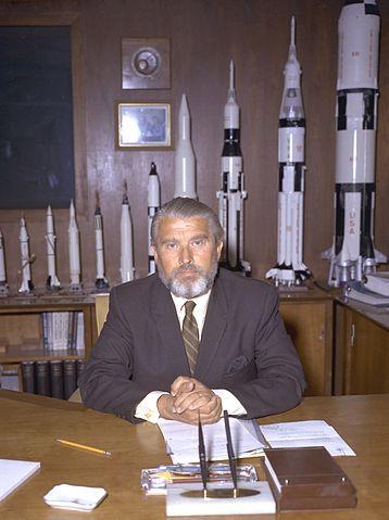 Wernher von Braun på sitt kontor hos NASA, 1970  (NASA via Wikipedia)