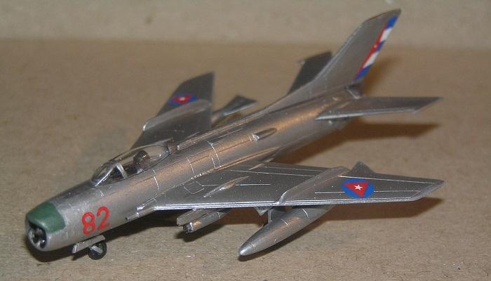 """MiG-19P """"Red 82"""" DAAFAR, San Antonio de los Banos, Cuba Oktober 1962"""