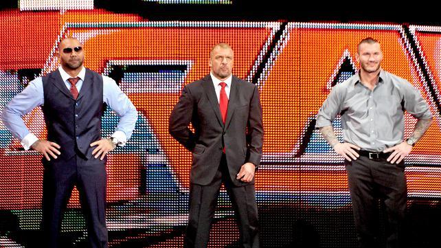 HHH: Så klart dere i Shield går over i bookingen av denne feiden *jugekors på ryggen* (WWE)