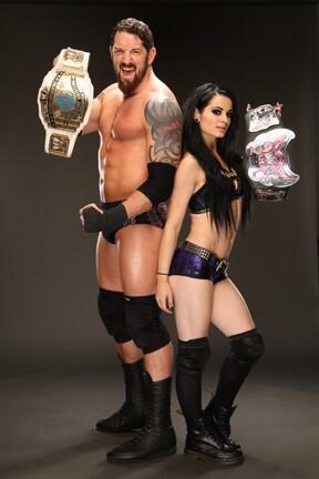 Når var sist gang to englendere holdt WWE-gull? Og for å strø salt i såret: Tag-team mestrene er fra Amerikansk Samoa, US-mesteren er Irsk og WWEWHC-tittelholderen er rekonvalesent... (WWE)