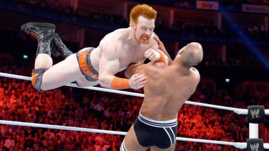 Men Sheamus bør virkelig kutte ut planen om å fargekoordinere drakta med håret sitt. (WWE)