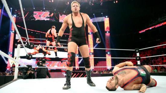 """Jeg liker når en veldig ujevn kamp går sik den faktisk burde gå, fritt for""""david-mot-goliat""""-klisjeet.  Jack Swagger burde massakrere Santino Marella 11 av 10 ganger. (Du kan kanskje gjette at jeg likte avsluttingen på 8. episode av 4. sesong  GoT?) (WWE)"""