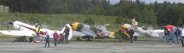 Flere Yak 52 fly.  Disse tilhørte den britiske oppvisningstroppen Aerostars