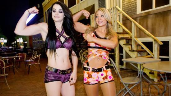 Okay da, jeg skal se NXT-sendingen fra i går og, før jeg køyer.  (Og husk jenter: muskler = bra)