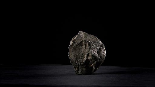 det eldste objektet i samlingen, en 2 millioner år gammel steinøks fra Olduvai Gorge i Tanzania.