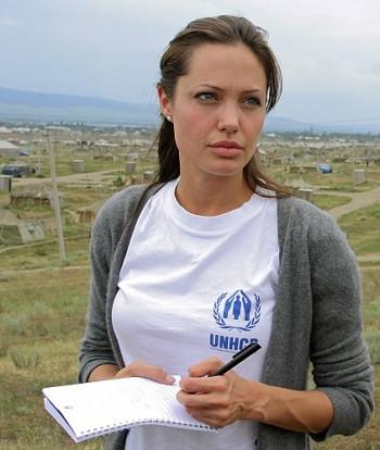 Angelina Jolie: Keivhendt