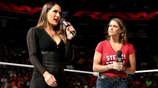 """""""Jeg må huske å be manusforfatterne  droppe noen av de lange ordene neste gang de skriver en promo til Nikki"""" (WWE)"""