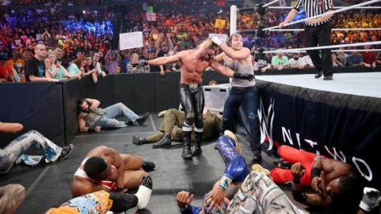 Og her legger de strødd, midt i arbeidtiden! (WWE)