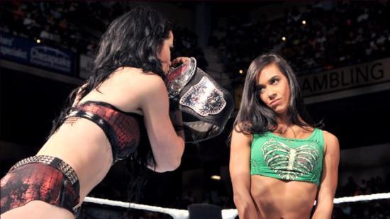 Dette betyr at Paige og AJ egentlig har klint, ikke sant? (WWE)