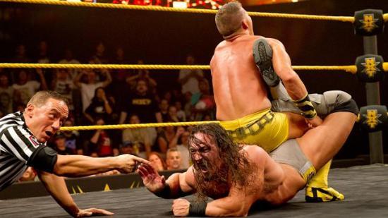 Kanskje Natalya burde kjefte mindre på gubben, så kanskje han kunne lært henne hvordan en god Sharpshooter skal se ut? (NXT)