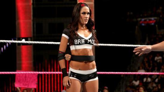 """Brie Mode! (De nye draktene til Bellaene understreker at bare den ene har """"forbedret personligheten"""" sin med vilje, ikke sant?) (WWE)"""