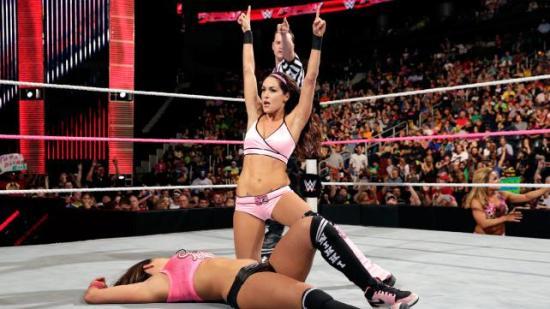Det sier vel egentlig alt om hvor langt Bellaene har kommet, når de fortjener BEDRE enn en TD-match! (WWE)