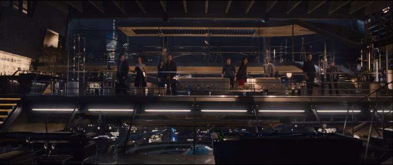 Fra venstre mot høyre: Bruce Banner, Natasha Romanova, Thor med en uidentifisert kvinne (en recastet Jane Foster?), Stever Rogers, Maria Hill, James Rhodes (War Machine), Tony Stark og Clint Barton.