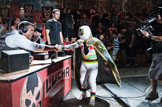 Ikke rart han syntes det var stas å hilse på Mascarita Sagrada før kampen! (ElRey)