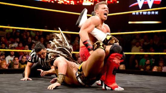 """""""Jeg lærte dette fra onkel Bret!"""" - Tyson har som kjent annektert sin kones familietre (NXT)"""