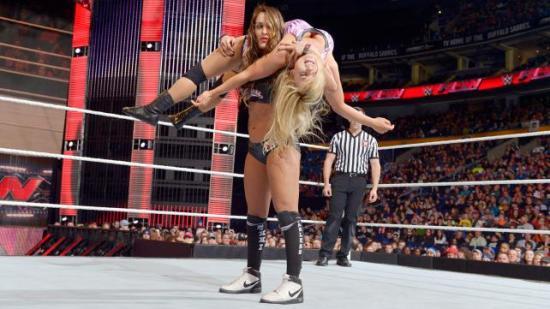 Nikki, nå 10% mer beef! (WWE)