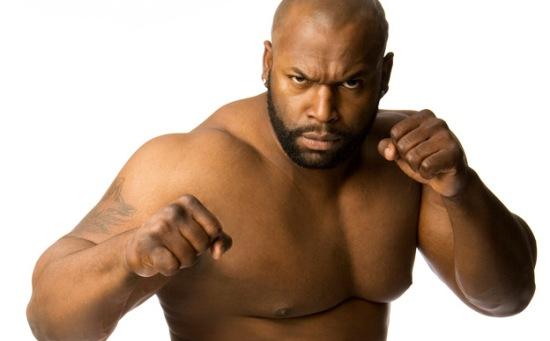 Hvordan få det beste ut av en wrestler som ikke kan wrestle?  Gi ham en gimmick som en uskolert slåsskjempe fra gata. (WWE)