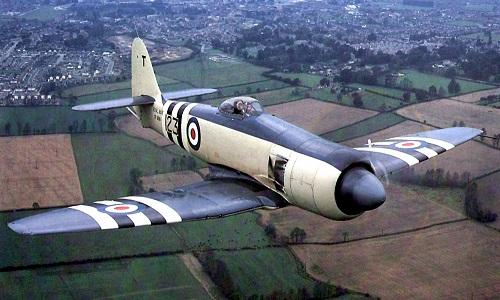 Et sjelden fargebilde av en Sea Fury i operativ tjeneste på slutten av 50-tallet.