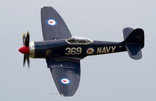 Selv malt som en Royal Australian Navy Sea Fury FB11 den franske registrert F-AZXL er acutally en tidligere ikke-marine irakiske Fury bygget i 1948