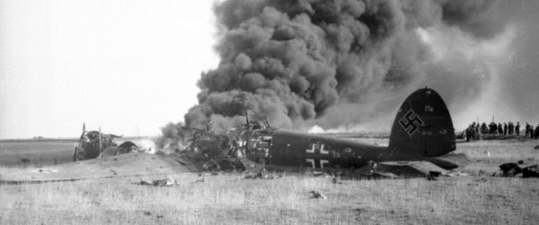 Brennende He111 Skutt ned over Sør-England i august 1940 (RAF museum)