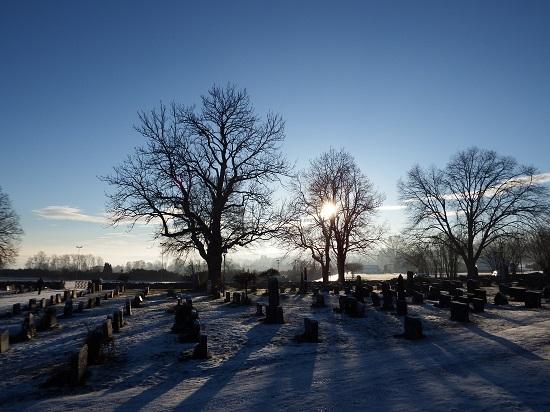 Fint lys på kirkegården