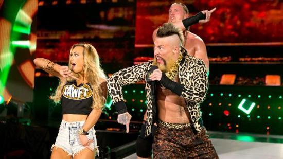 Akkurat når du trodde Enzos hårprakt hadde nådd sitt komiske zenit! (NXT)