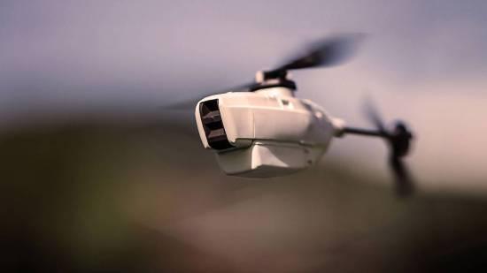 Norge ikke bare bruker droner, vi utvikler dem og!  Her er PD-100 Black Hornet, en 120 mm lang og 17,5 g tung kameradrone. (Teknisk Ukeblad)