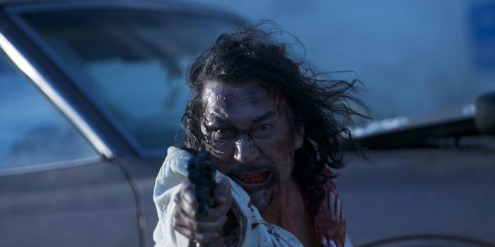 Du vet det er en japansk action når hovedrolleinnehaveren ser ut som en zombie midtveis (Kosmorama)